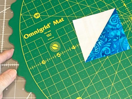 Quilting Essentials: Omnigrid Rotating Cutting MatReview